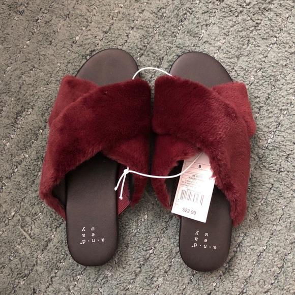 b8ccdfca6bec 🔥NWT🔥 Frankie Crossband Faux Fur Slide Sandals